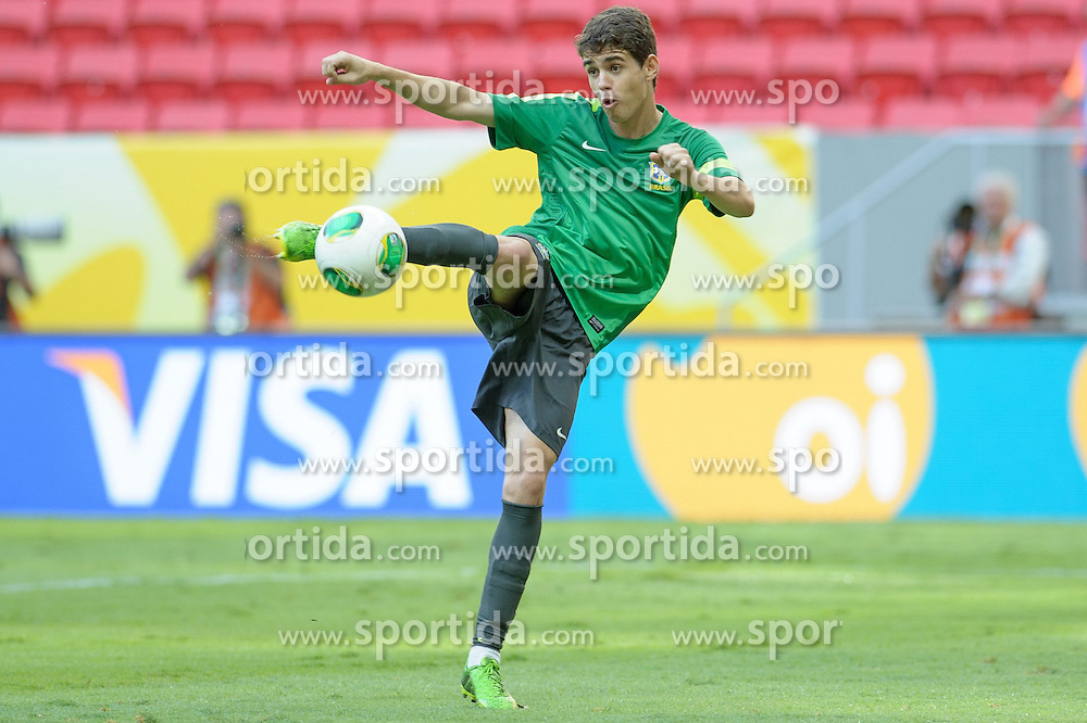14.06.2013,Mane Garrincha National Stadium Brasilia, BRA, FIFA Confed Cup, Brasilien Training, im Bild // Oscar during the FIFA Confederations Cup Training of Team Brazil at the Mane Garrincha National Stadium Brasilia, Brazil on <br /> 2013/06/14. EXPA Pictures © 2013, PhotoCredit: EXPA/ Marcelo Machado