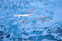 16.01.2020, Lauberhorn, Wengen, SUI, FIS Weltcup Ski Alpin, Vorberichte, im Bild Airbus A320 und Patrouille Suisse mit F/A-18 Swiss Hornet // Airbus A320 and Patrouille Suisse with F/A-18 Swiss Hornet during a preliminary reports prior to the FIS ski alpine world cup at the Lauberhorn in Wengen, Switzerland on 2020/01/16. EXPA Pictures © 2020, PhotoCredit: EXPA/ Johann Groder