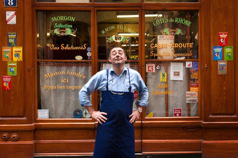 Ives Rivoiron en su restaurante Bouchon, Cafe des Federations.<br /> Lyon. Rhone Alpes, Francia.