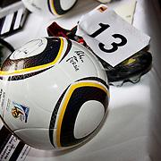 NLD/Amsterdam/20100328 - Veiling voor Engelen van Oranje, gesigneerde bal van Robin van Persie