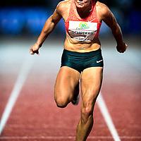 Nederland, Amsterdam, 05-09-2015.<br /> Atletiek, Internationaal, Vrouwen, Flame Games.<br /> Dafne Schippers gooit zich in de finale over de finish in een tijd van 11,12 seconden.<br /> Foto : Klaas Jan van der Weij