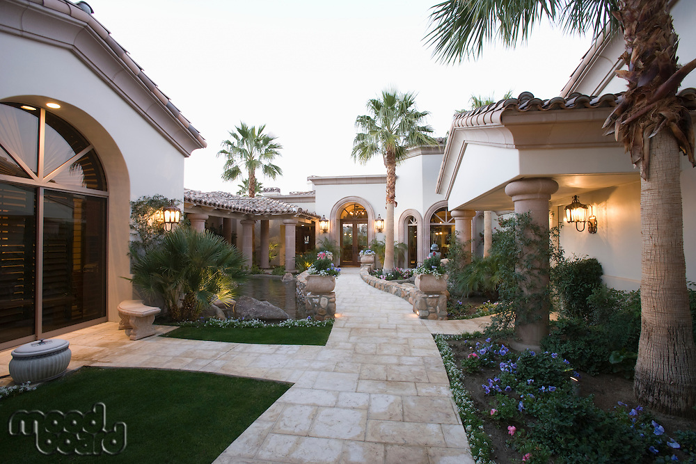 Palm Springs exterior pathway
