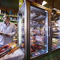 Nederland, amsterdam , 8 februari 2011..Eigenaar Marek Strzeszewski van de Poolse supermarkt Sklep Polski in de van Woustraat..Polish owner Marek Strzeszewski in his supermarket in Amsterdam.