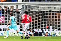 ALKMAAR - 11-12-2016, AZ -  Feyenoord, AFAS Stadion, Feyenoord speler Steven Berghuis scoort hier de 0-1, doelpunt, AZ keeper Sergio Rochet