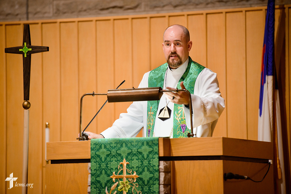 The Rev. Dr. Heath Trampe preaches on Sunday, Sept. 24, 2017, at Faith Lutheran Church, York, Neb. LCMS Communications/Erik M. Lunsford