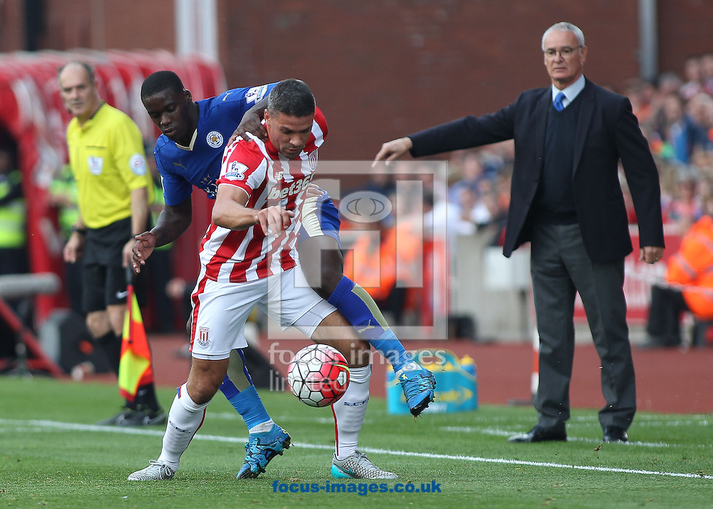 Jonathan Walters of Stoke City and Jeffrey Schlupp of Leicester City in action during the Barclays Premier League match at the Britannia Stadium, Stoke-on-Trent.<br /> Picture by Michael Sedgwick/Focus Images Ltd +44 7900 363072<br /> 19/09/2015