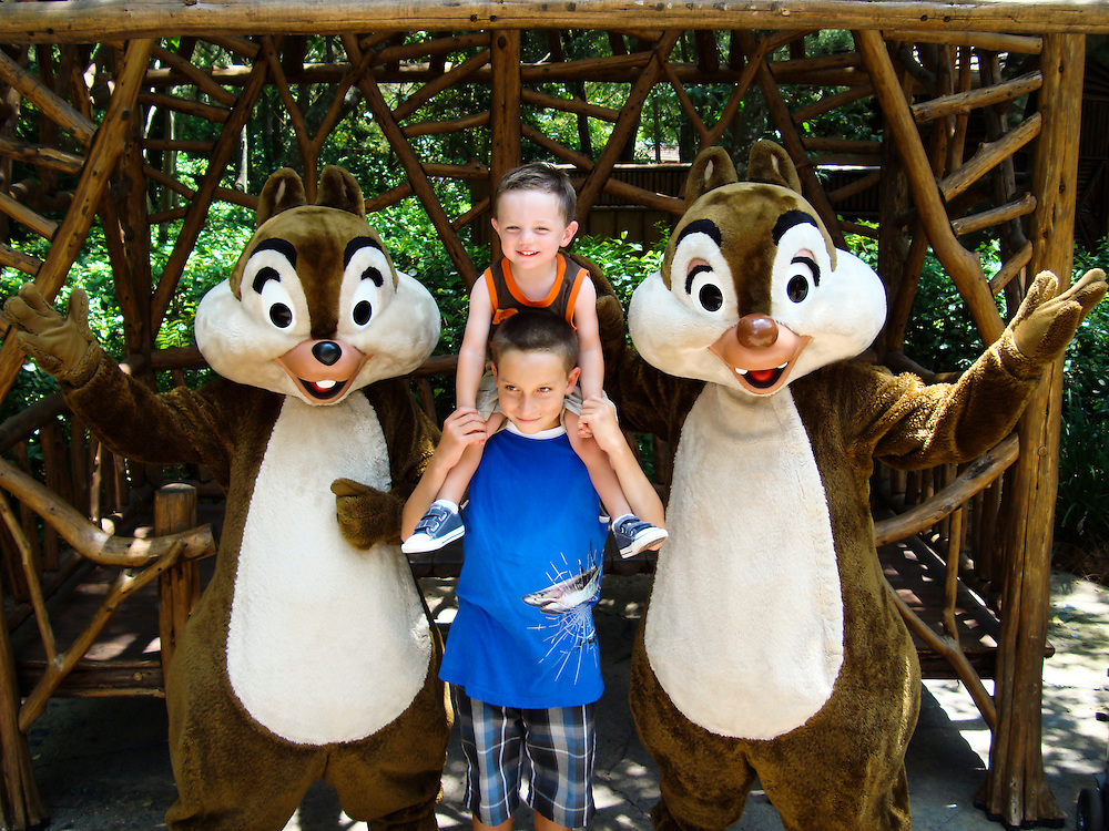 ///ADDITIONAL INFO:   ..2011.07.florida.fam.kjs  ---  Photo by KEVIN SULLIVAN / The Orange County Register  --  8/1/11..Family vacation to Orlando, Florida. Walt Disney World, Epcot, Animal Kingdom, Marriott Lakeshore Reserve.