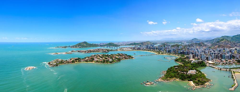 Brasil - Espirito Santo - Vitoria - Vista aerea da Ilha do Frade, Ilha do Boi e Morro do Moreno ao fundo - Foto: Gabriel Lordello/ Mosaico Imagem
