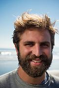 Henry Myer es uno de los fundadores de Valpo Surf Project, una organización comunitaria que relaciona a sus participantes con el medioambiente marino a través de sesiones programadas de surf que se centran en tres ideas fundamentales: Desarrollo de habilidades del idioma ingles, Desarrollo valórico personal y Conciencia medioambiental. De esta manera, los fundadores del proyecto junto a un grupo de colaboradores imparte clases gratuitas de surf para menores de escasos recursos de la ciudad de Valparaiso. Valparaiso, Chile 17-08-2014 (©Alvaro de la Fuente/Triple.cl)