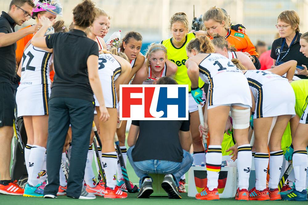 AUCKLAND - Sentinel Hockey World League final women<br /> Match id: 10301<br /> 11 GER v ARG (Pool B)<br /> Foto: quart breakwiththe players around Xavier RECKINGER Head Coach.<br /> WORLDSPORTPICS COPYRIGHT FRANK UIJLENBROEK