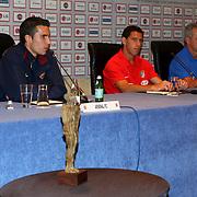 NLD/Amsterdam/20070801 - Persconferentie LG Amsterdam Tournament 2007, Robin van Persie, Maxi Rodriquez en coach Javier Aguirre