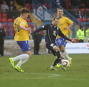 Cowdenbeath's Darren Brownlie and James Fowler can't close down Dundee's Martin Boyle - Cowdenbeath v Dundee, SPFL Championship at Central Park<br /> <br />  - &copy; David Young - www.davidyoungphoto.co.uk - email: davidyoungphoto@gmail.com