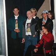 Big Brother 2000, Miranda verlaat het huis, man blauw hemd  links vermoedelijk vriend Karel