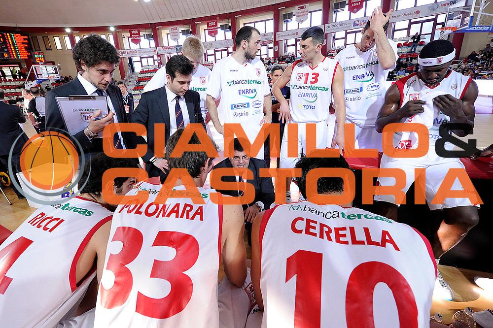 DESCRIZIONE : Teramo Lega A 2011-12 Banca Tercas Teramo Umana Venezia<br /> GIOCATORE : Alessandro Ramagli<br /> CATEGORIA : coach timeout<br /> SQUADRA : Banca Tercas Teramo<br /> EVENTO : Campionato Lega A 2011-2012<br /> GARA : Banca Tercas Teramo Umana Venezia<br /> DATA : 03/03/2012<br /> SPORT : Pallacanestro<br /> AUTORE : Agenzia Ciamillo-Castoria/C.De Massis<br /> Galleria : Lega Basket A 2011-2012<br /> Fotonotizia : Teramo Lega A 2011-12 Banca Tercas Teramo Umana Venezia<br /> Predefinita :