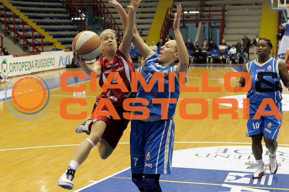DESCRIZIONE : Napoli LBF Napoli Basket Vomero G.M.A. Phonica Pozzuoli<br /> GIOCATORE : Marija Eric<br /> SQUADRA : Vomero Napoli Basket<br /> EVENTO : Campionato Lega Basket Femminile A1 2009-2010<br /> GARA : Napoli Basket Vomero G.M.A. Phonica Pozzuoli<br /> DATA : 21/02/2010 <br /> CATEGORIA : tiro penetrazione<br /> SPORT : Pallacanestro <br /> AUTORE : Agenzia Ciamillo-Castoria/A.De Lise<br /> Galleria : Lega Basket Femminile 2009-2010<br /> Fotonotizia : Napoli LBF Napoli Basket Vomero G.M.A. Phonica Pozzuoli<br /> Predefinita :