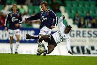 Fotball, 22. september 2003, Tippeligaen,  Sogndal-Viking 2-2,   Ousman Nyan, Sogndal, og Trygve Nygaard, Viking