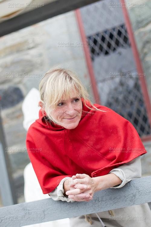 Fra historisk marked, Olavsfestdagene 2011...Eva Stavsøien er steinhugger, og jobber for Nidarosdomens restaureringsarbeider (NDR).