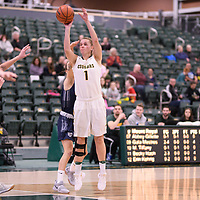 5th year forward Charlotte Kot (1) of the Regina Cougars during the Women's Basketball home game on January 5 at Centre for Kinesiology, Health and Sport. Credit: Arthur Ward/Arthur Images