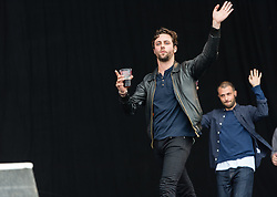 © Licensed to London News Pictures. 30/08/2015. Reading, UK. The Maccabees walk onstage before performing at Reading Festival 2015, Day 3 Sunday. In this picture - Felix White (left), Orlando Weeks (right)  Photo credit: Richard Isaac/LNP