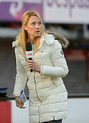20-05-2015 NED: Nederland - Estland vrouwen, Rotterdam<br /> Oefeninterland Nederlands vrouwenelftal tegen Estland. Dit is een 'uitzwaaiwedstrijd'; het is de laatste wedstrijd die de Nederlandse vrouwen spelen in Nederland, voorafgaand aan het WK damesvoetbal 2015 / Hélène Hendriks