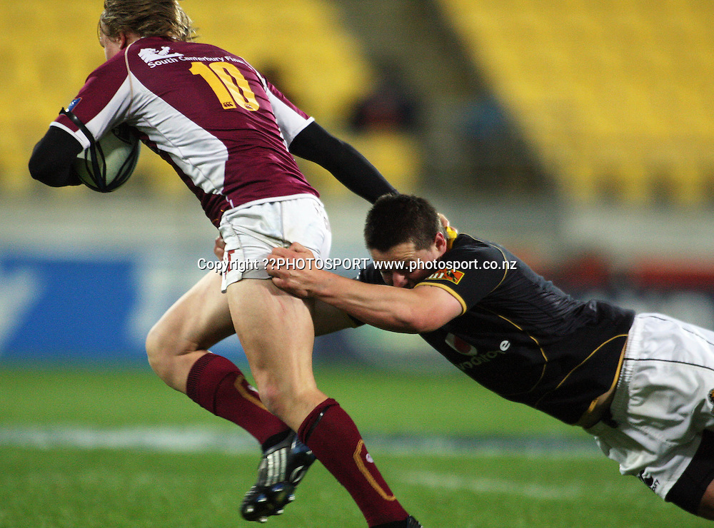 Dane Coles tries to bring down Southland first five Robbie Robinson.<br /> Air NZ Cup semi-final - Wellington Lions v Southland Stags at Westpac Stadium, Wellington, New Zealand, Saturday, 31 October 2009. Photo: Dave Lintott/PHOTOSPORT