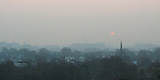 2018-02-21 SWNS - London sunrise from Primrose Hill