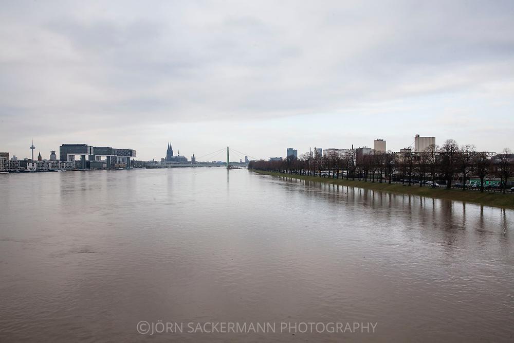 Cologne, Germany, 8. January 2018, flood of the river Rhine, view from the south to the Rheinau harbor and the cathedral, floodes Rhine meadow.<br /> <br /> K&ouml;ln, Deutschland, 8. Januar 2018, Hochwasser des Rheins, Blick vom Sueden zum Rheinauhafen und zum Dom, ueberflutete Rheinwiesen.