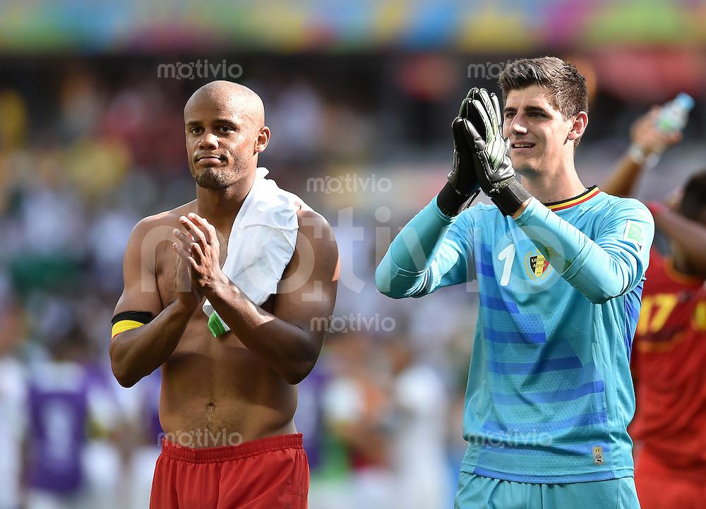 FUSSBALL WM 2014  VORRUNDE    Gruppe H     Belgien - Algerien                       17.06.2014 Vincent Kompany (li) und Torwart Thibaut Courtois (re, beide Belgien) jubeln nach dem Abpfiff