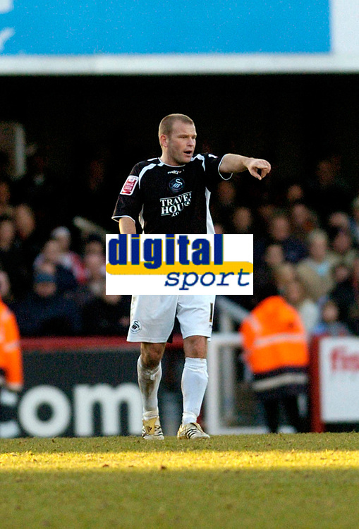 Photo: Leigh Quinnell.<br /> Brentford v Swansea City. Coca Cola League 1.<br /> 26/12/2005. Swanseas Andy Robinson shows the other players where the goal is after scoring a late goal.