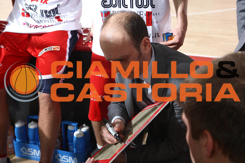 DESCRIZIONE : Teramo Lega A 2010-11 Banca Tercas Teramo Angelico Biella<br /> GIOCATORE : Massimo Cancellieri<br /> SQUADRA : Angelico Biella<br /> EVENTO : Campionato Lega A 2010-2011<br /> GARA : Banca Tercas Teramo Angelico Biella<br /> DATA : 30/01/2011<br /> CATEGORIA : coach timeout<br /> SPORT : Pallacanestro<br /> AUTORE : Agenzia Ciamillo-Castoria/C.De Massis<br /> Galleria : Lega Basket A 2010-2011<br /> Fotonotizia : Teramo Lega A 2010-11 Banca Tercas Teramo Angelico Biella<br /> Predefinita :