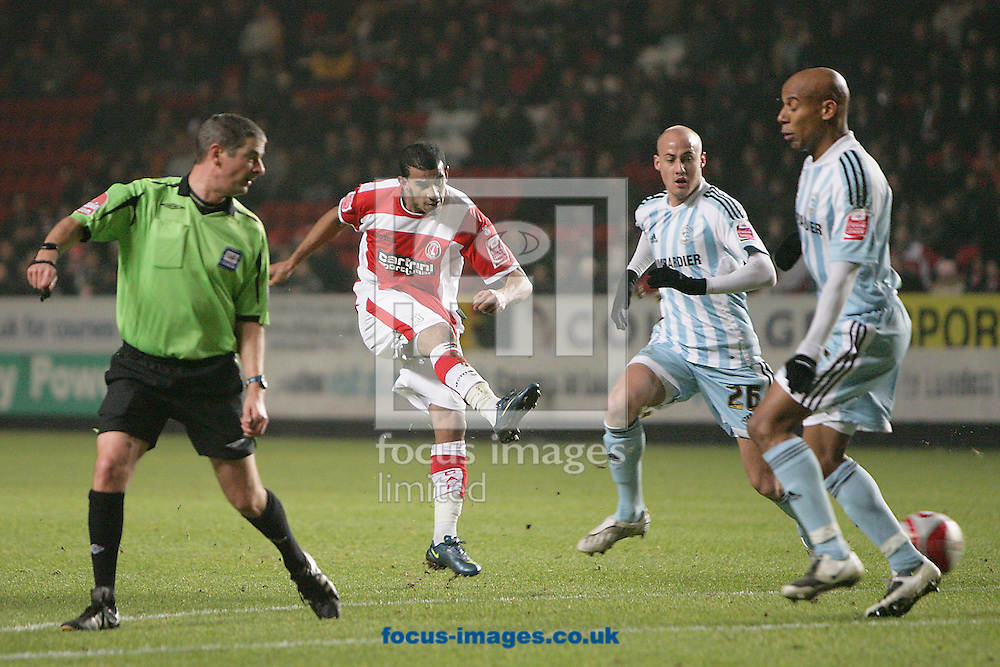 London - Monday December 15th, 2008: Hameur Bouazza of Charlton Athletic shoots for goal during the Coca Cola Championship match at The Valley, London. (Pic by Mark Chapman/Focus Images)