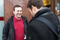 Scott, 38, talks with Bild journalist Philip Fabian about Brexit outside a sandwich shop on Whitehall in London. London, January 16 2019.