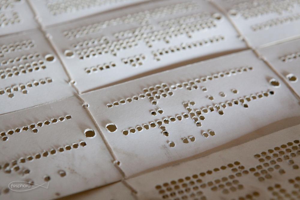 Soveria Mannelli (CZ) - Lanificio Leo. Sala di tessitura Jacquard. Particolare dei primi cartoni del disegno Punto Pecora (Studiocharlie 2004), un raffinato e complesso ragionamento sul logo del Lanificio Leo.
