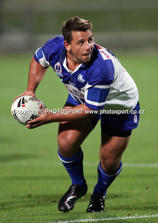 Bulldogs hooker Adam Perry looks to pass during the preseason NRL match between the Vodafone Warriors and Bulldogs held at Albany Stadium, Auckland, on Saturday 3 March 2007. Photo: Renee McKay/PHOTOSPORT