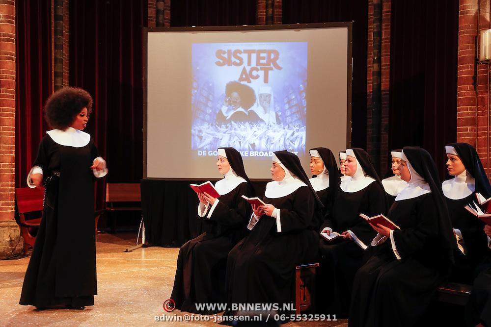 NLD/Amsterdam/20130123 - Perspresentatie musical Sister Act, optreden Caroline Dijkhuizen en nonnenkoor