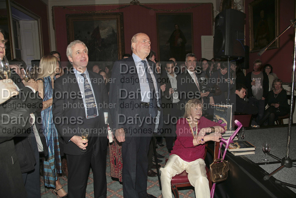 HUGO VICKERS, CLAUS VON BULOW AND SUSAN CROSLAND, Literary Review's Bad Sex In Fiction Prize.  In & Out Club (The Naval & Military Club), 4 St James's Square, London, SW1, 29 November 2006. <br />Ceremony honouring author who writes about sex in a 'redundant, perfunctory, unconvincing and embarrassing way'. ONE TIME USE ONLY - DO NOT ARCHIVE  © Copyright Photograph by Dafydd Jones 248 CLAPHAM PARK RD. LONDON SW90PZ.  Tel 020 7733 0108 www.dafjones.com