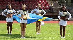 25.07.2010, Wetzlar Stadion, Wetzlar, GER, Football EM 2010, Team Sweden vs Team France, im Bild Cheerleader mit der schwedischen Fahne,  EXPA Pictures © 2010, PhotoCredit: EXPA/ T. Haumer / SPORTIDA PHOTO AGENCY