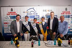 BOCK Bernhard (BEMER), BLUM Simone (GER), AUGUSTSSON ZANOTELLI Angelica (SWE), BETTENDORF Charlotte (LUX), ULMS Thomas (Beresa Mercedes), SNOEK Hendrik (Veranstalter)<br /> Münster - Turnier der Sieger 2019<br /> Pressekonferenz<br /> Grosser Preis von Münster <br /> BEMER Riders Tour Etappenwertung<br /> CSI4* - Int. Jumping competition over 2 rounds (1.60 m)<br /> 04. August 2019<br /> © www.sportfotos-lafrentz.de/Stefan Lafrentz