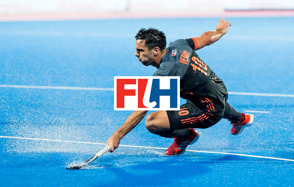 BHUBANESWAR -  Valentin Verga (Ned)  tijdens de Hockey World League Finals , de wedstrijd om de 7e plaats, Engeland-Nederland (0-1).   COPYRIGHT KOEN SUYK