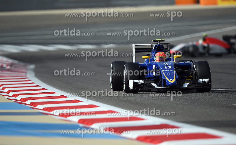 18.04.2015, International Circuit, Sakhir, BHR, FIA, Formel 1, Grand Prix von Bahrain, Qualifying, im Bild Felipe Nasr (BRA) Sauber C34 // during Qualifying of the FIA Formula One Bahrain Grand Prix at the International Circuit in Sakhir, Bahrain on 2015/04/18. EXPA Pictures &copy; 2015, PhotoCredit: EXPA/ Sutton Images/ Mark<br /> <br /> *****ATTENTION - for AUT, SLO, CRO, SRB, BIH, MAZ only*****