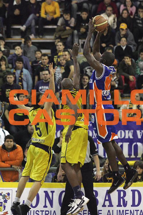 DESCRIZIONE : Scafati Lega A1 2007-08 Legea Scafati Tisettanta Cantu<br /> GIOCATORE : Denham Brown<br /> SQUADRA : Tisettanta Cantu<br /> EVENTO : Campionato Lega A1 2007-2008 <br /> GARA : Legea Scafati Tisettanta Cantu<br /> DATA : 13/01/2008<br /> CATEGORIA : Tiro<br /> SPORT : Pallacanestro <br /> AUTORE : Agenzia Ciamillo-Castoria/A.De Lise