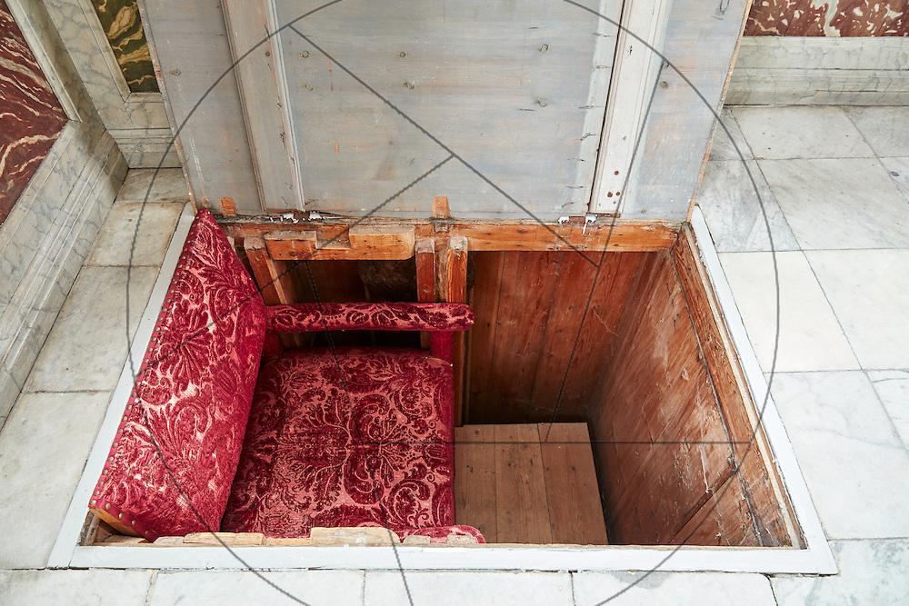 Frederiksborg Slot, audienssalen, kongelig elevatorstol, elevatorskakt