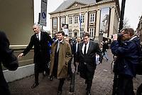 Nederland. Den Haag, 18 februari 2010.<br /> 16.17 uur.Balkenende op weg naar de Tweede Kamer, rechts van hem : politiek assistent Jeroen de Graaf<br /> Spoeddebat in de Tweede Kamer over de ontstane crisissituatie binnen het kabinet over Uruzgan, daags voor de val van het vierde kabinet Balkenende.<br /> Foto Martijn Beekman