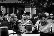 Napoli, Italia - 5 luglio 2010. Momenti di tensione durante un arresto nel quartiere di Scampia. I carabinieri del Comando provinciale di Napoli hanno arrestato 28 persone affiliate ai clan camorristici Bianco e Iadonisi.  Nel corso di indagini coordinate dalla Direzione Distrettuale Antimafia partenopea, i militari dell'Arma hanno documentato un vasto traffico di cocaina proveniente dalla Colombia che attraverso la Spagna veniva portata in Italia e spacciata a Napoli. <br /> Ph. Roberto Salomone Ag. Controluce <br /> ITALY - Carabinieri operation against camorra mafia organisation lead to the arrest of 28 people on July 5, 2010.