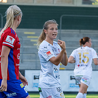 2020-06-27 | Malmö, Sverige: FC Rosengård (9) Anna Anvegård kommunicerar efter målchans för FC Rosengård i match mellan FC Rosengård och Vittsjö GIK i OBOS Damallsvenskan. <br /> <br /> Foto av: Jimmy Palm I SwePress Photo