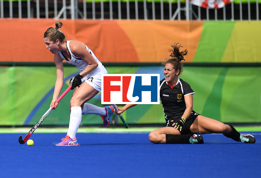 New Zealand's Samantha Charlton (L) controls the ball as Germany's Marie Mavers looks on during the women's field hockey New Zealand vs Germany match of the Rio 2016 Olympics Games at the Olympic Hockey Centre in Rio de Janeiro on August, 8 2016. / AFP / MANAN VATSYAYANA        (Photo credit should read MANAN VATSYAYANA/AFP/Getty Images)