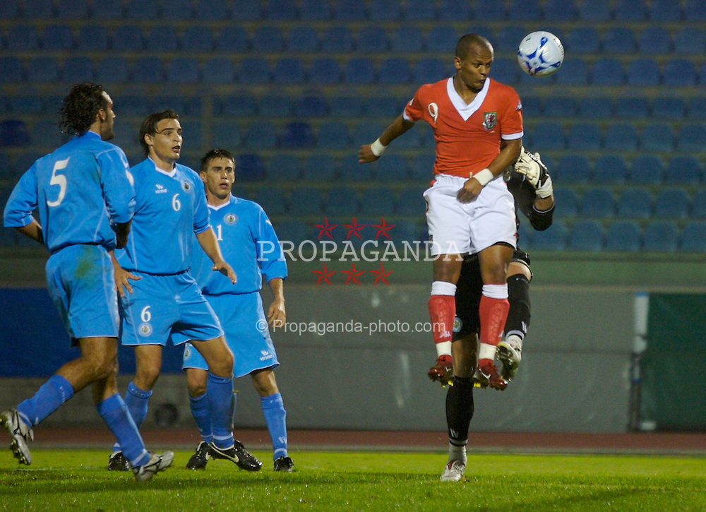 San Marino, San Marino - Wednesday, October 17, 2007: Wales' Robert Earnshaw challenges San Marino's goalkeeper Aldo Junior Simoncini during the Group D UEFA Euro 2008 Qualifying match at the Serravalle Stadium. (Photo by David Rawcliffe/Propaganda)