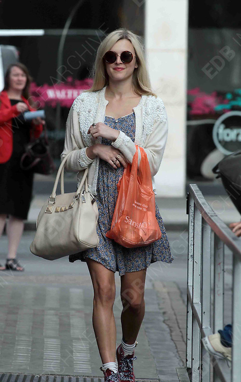 03.AUGUST.2012. LONDON<br /> <br /> FEARNE COTTON OUT IN CENTRAL LONDON<br /> <br /> BYLINE: EDBIMAGEARCHIVE.CO.UK<br /> <br /> *THIS IMAGE IS STRICTLY FOR UK NEWSPAPERS AND MAGAZINES ONLY*<br /> *FOR WORLD WIDE SALES AND WEB USE PLEASE CONTACT EDBIMAGEARCHIVE - 0208 954 5968*