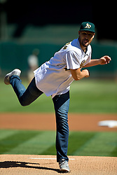 OAKLAND, CA - SEPTEMBER 26:  Basketball player Klay Thompson of the Golden State Warriors throws out a ceremonial first pitch before the game between the Oakland Athletics and the San Francisco Giants at O.co Coliseum on September 26, 2015 in Oakland, California. The San Francisco Giants defeated the Oakland Athletics 14-10. (Photo by Jason O. Watson/Getty Images) *** Local Caption *** Klay Thompson