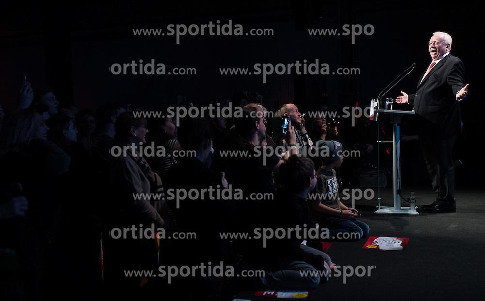 02.12.2016, LLoonbase, Wien, AUT, Wahlkampfabschluss für die Wiederholung des zweiten Wahlgang der Präsidentschaftswahl 2016, im Bild Bürgermeister der Stadt Wien Michael Häupl (SPÖ) // Mayor of Vienna Michael Haeupl (SPOe) during final election campaign rally of candidate Van der Bellen due to the austrian presidential elections in Vienna, Austria on 2016/12/02, EXPA Pictures © 2016, PhotoCredit: EXPA/ Michael Gruber